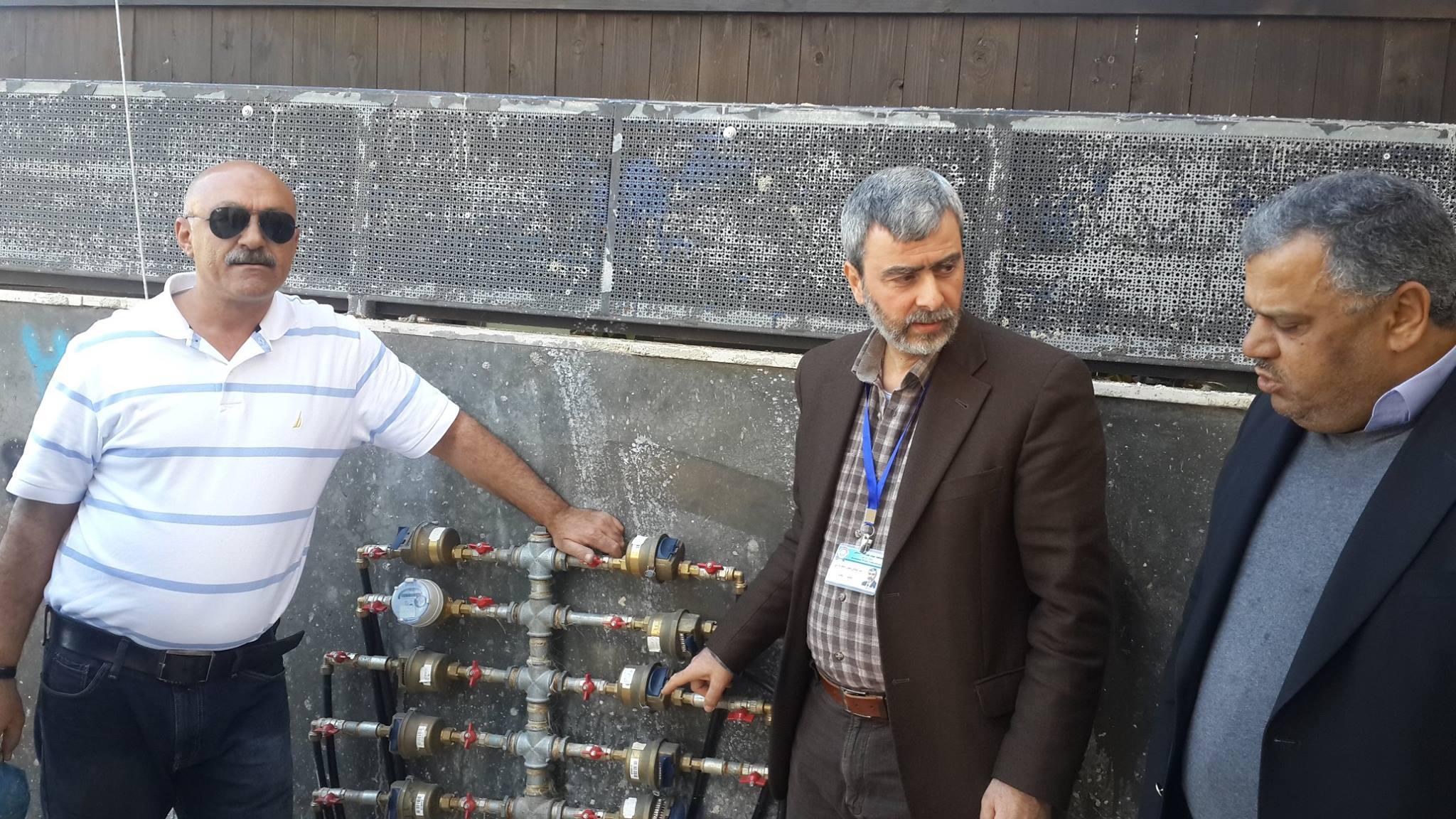 مدير عام مصلحة مياه محافظة القدس يتفقد عملية تغيير عدادات المشتركين