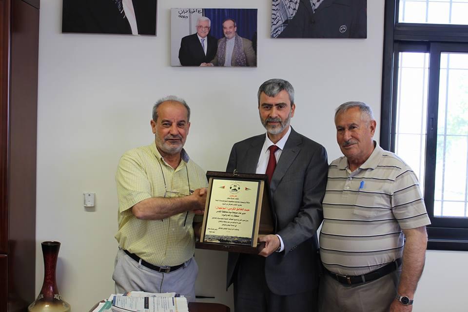 مدير عام مصلحة مياه محافظة القدس يزور بلدية سنجل زيارة تفقدية