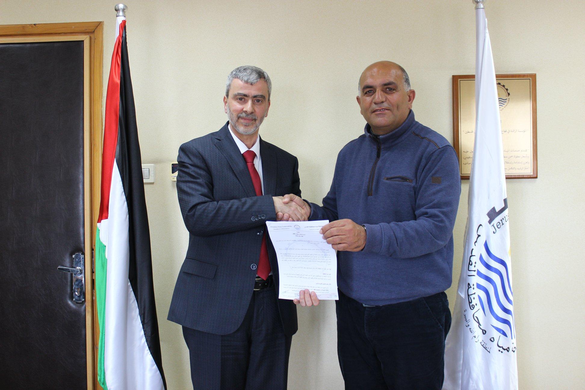 مصلحة مياه محافظة القدس توقع اتفاقية توريد انابيب متعددة الأقطار