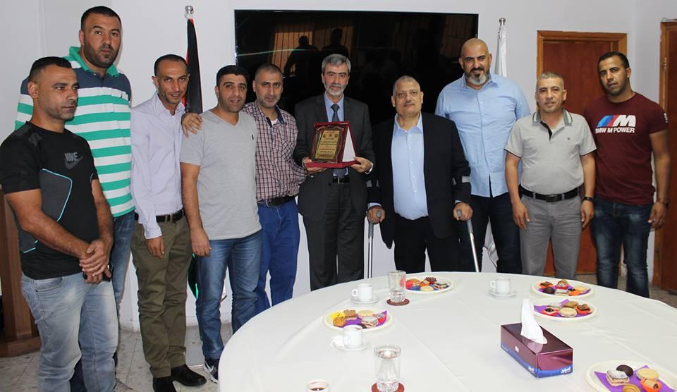 تنظيم فتح يكرم مدير عام المصلحة على جهوده ونجاحه